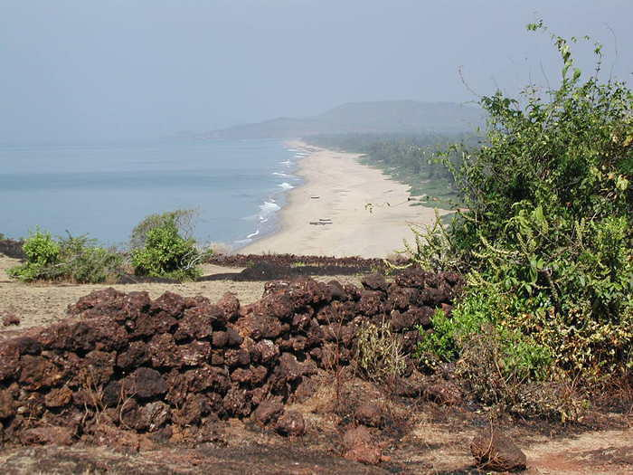 This place is known as Dhareshwar, known for its stone temple and its long stretch of beach next to Gokarna.