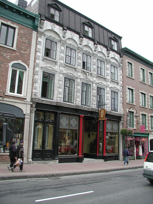 I like the old buildings... and this isn't even Vieux Quebec (Old Quebec) yet...