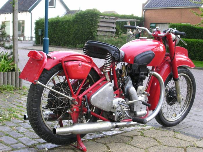 1948 Enfield J2 - mint. I found this on the web somewhere and lost the source. I could only imagine driving this bike around Ind